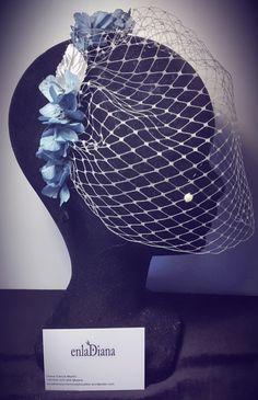 Diadema tocado con velo gris y flores preservadas azules .jpg.jpeg