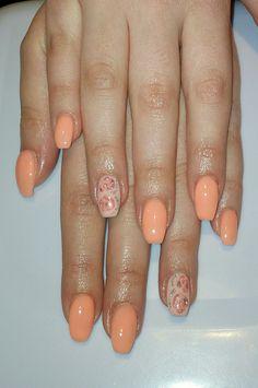 Unghie gel nail art color pesca, idea primavera estate
