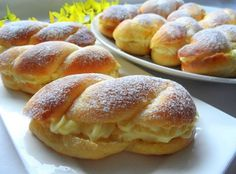 Unvergessliche Hefebrötchen mit Vanillecreme Unforgettable sweet rolls that simply taste everyone. I would also devour 5 of them in one piece. Fall Dessert Recipes, Fall Desserts, Sweet Desserts, Fall Recipes, Sweet Recipes, Baking Recipes, Cookie Recipes, Snack Recipes, Czech Desserts