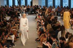 Desfile da grife Animale abre a 42ª edição do São Paulo Fashion Week (SPFW) https://donaelegancia.wordpress.com/2016/10/23/desfile-da-grife-animale-abre-a-42a-edicao-do-sao-paulo-fashion-week-spfw/