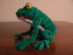 Frog Pipe Cleaner Projects, Pipe Cleaner Art, Pipe Cleaner Animals, Pipe Cleaners, Homade Christmas Ornaments, Frog Crafts, Rainy Day Crafts, Art Drawings For Kids, Little Critter