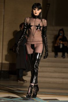 LFW AW16 | PAM HOGG | P Ella Sadika // punk // spikes // leather // latex // runway // net // stars // catsuit