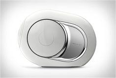 ALTO-FALANTE DEVIALET PHANTOM SPEAKER Este novo produto desenvolvido a partir de engenheiros de áudio franceses em Devialet é impressionante, o Phantom um alto-falante de design bonito repleto de tecnologias de ponta para áudio , e promete ser um dos alto-falantes mais avançados de escuta pessoal no mundo. Veja mais detalhes no nosso site: http://www.filtromag.com.br/alto-falante-devialet-phantom-speaker/