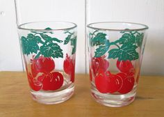 The perfect breakfast companions! Bright, crisp images of tomatoes and vines surround each glass. Made by Federal glass. Each of the 2 measures about 3 and 2 1/4 in diameter. Outstanding vintage condition!  *listing is for 2 glasses, with 3 sets available, and an extra too