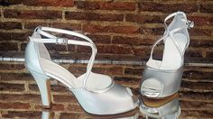 Modelo hecho en plata mate y plata brillante.