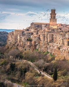 """Alessia ✨🌟✨ @alessia_b71  """"Ci sono posti che sembrano usciti da un film 😍 . .…"""" #pitigliano #italy #tuscany Travel Info, Air Travel, Travel Bugs, Travel Ideas, Travel Guide, Postcards From Italy, Airline Tickets, Film, Viajes"""