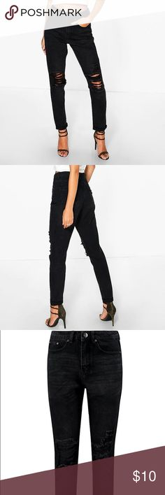 BOOHOO SOPHIE HIGH WAIST DISTRESSED HEM JEANS 6 Jeans are the genius wear-with-anything wardrobe item  Skinny, straight, or slim, find your perfect jeans fit in the boohoo denim collection. Work the hot-right-now high waist in mom jeans and baggy boyfriend styles, and take your blues to the next level with punk badges and rock 'n' roll rips. Wear with a basic tee by day and add barely-there heeled sandals to take your denim from day to night.  Fabric: 100% Cotton.Flat Measurements:Not…