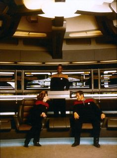 Voyager's command team on the bridge. Is it wrong to be so attracted to the way Robert Beltran sits? Star Trek Voyager, Star Trek Warp, Star Terk, Scotty Star Trek, Robert Beltran, Captain Janeway, Kate Mulgrew, Star Trek Characters, Starship Enterprise