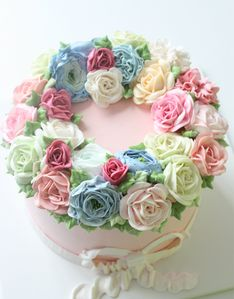 ***Lots of designs on kiss the cake website Buttercream Flower Cake, Cake Icing, Eat Cake, Cupcake Cakes, Shoe Cakes, Frosting, Pretty Cakes, Beautiful Cakes, Amazing Cakes