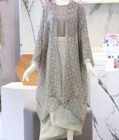 Kebaya Modern Hijab, Kebaya Hijab, Street Hijab Fashion, Muslim Fashion, Fashion Outfits, Kebaya Lace, Kebaya Dress, Hijab Anime, Batik Mode