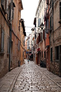 charming ally streets