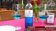 """Hoy te presentamos el vino azul de Marques de Alcantara, procedente de uva chardonnay con aromas afrutados que nos recuerdan al mango, melocotón y manzana, fresco,expresivo y elegante que te sor prenderá por su color, como el cielo soleado que hoy nos acompaña ¡ ven a disfrutar de un """" brunch so cool """" de la semana con nosotros hoy ! reservas 968607244 ¡ te esperamos !"""