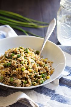 This is the best 10 Minute Veggie Fried Rice! Made with brown rice, frozen corn and peas, fresh herbs, garlic, and ginger. Rice Recipes, Lunch Recipes, Easy Dinner Recipes, Asian Recipes, Vegetarian Recipes, Easy Meals, Cooking Recipes, Healthy Recipes, Healthy Meals