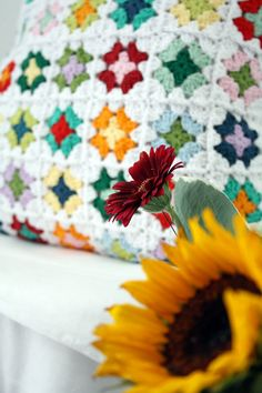 Crochet granny square pillow - Happy in Red