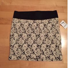 Floral Crotchet Mini Skirt Size medium. Cream floral & black. Floral shell: 60% cotton 40% nylon. Lining: 100% polyester. Brand new w/ tags. Great for a fancy night out. Also, easy to dress down! 👌🏽 Charlotte Russe Skirts Pencil