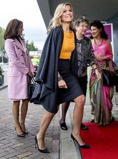 Koningin Máxima: Alle steun is hartverwarmend (fotoserie) - Koningin Máxima en kroonprinses Mary van Denemarken arriveren bij het World Forum voor de derde World Conference of Women's Shelters. beeld ANP