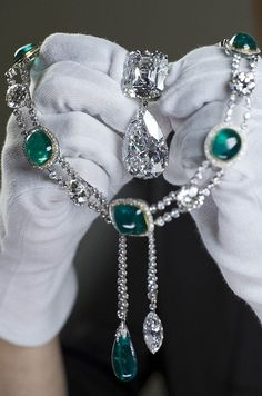The diamond was also cut to produce this Cullinan III and IV Brooch, commissioned by Queen Mary in 1911, and the Delhi Durbar Necklace and Cullinan Pendant.  The pendant is the Cullinan VII - a marquise cut diamond of 8.8 carats