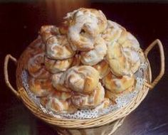 My mom made the best Taralli ! Italian Cookie Recipes, Italian Cookies, Italian Desserts, Italian Pastries, Sweet Pastries, Bakery Recipes, Dessert Recipes, Cooking Recipes, Biscotti Cookies