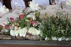 Steingarten-Tischdekoration für eine Trachtenhochzeit
