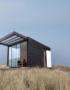 Small house tiny home To bring modular home additions to great outdoors, Danish studio Onen and Swedish company Add-A-Room have put their heads together to bring rustic cottage style and additional living space. Modern Tiny House, Small House Design, Prefab Homes, Modular Homes, Add A Room, Microhouse, Interior Design Minimalist, Modern Interior, Casas Containers