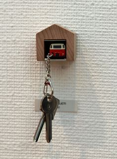 neat car-in-garage key holder! Decoration Inspiration, Little Houses, Getting Organized, Home Accessories, Sweet Home, Diy Crafts, Crafty, Cool Stuff, My Love
