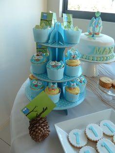 Cute owl cupcakes - cute idea for a boys birthday party.