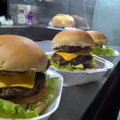 Comer aquele hambúrguer grelhado na brasa e aquele molho especial que so o Gojira tem NÃO TEM PREÇO !!! Venham experimentar!  by josephchaveiro