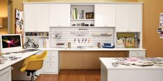 California Closets te ayuda a crear un área moderna para manualidades.