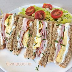 Sándwiches, ideas y recetas rápidas Here you have many ideas to make original and varied sandwiches and sandwiches Gourmet Sandwiches, Wrap Sandwiches, Tapas, Easy Cooking, Cooking Recipes, Quick Recipes, Healthy Recipes, Brunch Buffet, Love Food