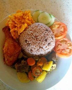 #FlingBackToSunday #DinnerItWas #GungoRiceAndPeas #CurryGoat #FriedChicken #MacAndCheese #Cucumber #Salad #InstaFood #InstaChef #JamaicanFood #JamaicanChef #CertifiedFoodie #ChefRoxy #GoodFood #GoodLife by roxy24shel