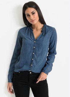 Camisa jeans com decote babado e fechamento com botões disponível do P ao XXG. Encontre no #aplicativo #Posthaus usando o código: 5799536 #JeansdoPPao PlusSize #camisajeans #doPaoXXG #plussize Denim Button Up, Button Up Shirts, Babe, Jeans, Ideias Fashion, Plus Size, Blouse, Long Sleeve, Sleeves