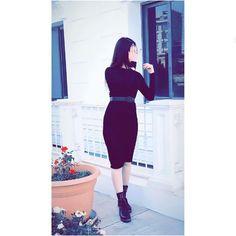 Easha ❤ Stylish Photo Pose, Stylish Girls Photos, Stylish Girl Pic, Teenage Girl Photography, Vintage Fashion Photography, Girl Photography Poses, Best Photo Poses, Girl Photo Poses, Cute Girl Face