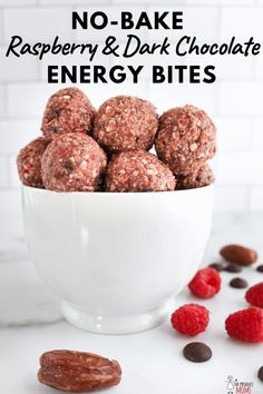 No-Bake Energy Bites with Dates, Raspberries, Oats, Cashews, and Dark Chocolate. Mix up these delicious energy bites for a perfect little treat! Healthy Treats, Healthy Desserts, Healthy Recipes, Delicious Recipes, Eat Healthy, Healthy Steak, Healthy Zucchini, Healthy Breakfasts, Dinner Healthy