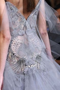 Love this dress......Different. Couture Details, Fashion Details, Haute Couture Fashion, Marchesa, Dress Me Up, Frocks, Designer Dresses, Tulle Gown, Gown Dress