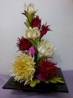 flores em eva                                                                                                                                                      Mais Paper Flower Decor, Crepe Paper Flowers, Flower Crafts, Flower Decorations, Flower Art, Church Flower Arrangements, Silk Floral Arrangements, Church Flowers, Floral Centerpieces