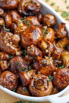 Balsamic Soy Roasted Garlic Mushrooms - Always eager to try different recipes fo. Balsamic Soy Roasted Garlic Mushrooms - Always eager to try different Side Dish Recipes, Veggie Recipes, Diet Recipes, Vegetarian Recipes, Cooking Recipes, Healthy Recipes, Healthy Mushroom Recipes, Baby Bella Mushroom Recipes, Recipies