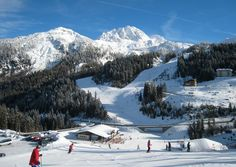 Visitors coming to Nassfeld, one of Austria's Top 10 skiing areas, know exactly why: snow and sunshine, the most important ingredients for a successful winter holiday, are here – directly at the border to Italy Weekend Deals, Vienna Austria, Winter Holidays, Night Club, Mount Everest, Skiing, Travel Destinations, Sunshine, Journey