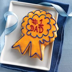 Show Dad where he ranks with this prize-winning hand-decorated Dad cookie from Deerfields Bakery paired with two Lou Malnati's deep dish pizzas. Lou Malnati, Cookie Pizza, Blueberry Lemonade, Chicago Style, Cookie Designs, Deep Dish, Food Gifts, Special Day, Fathers Day Gifts