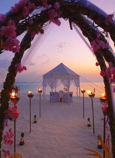 Sunset beach wedding photos shoot, 2014 Sunset beach wedding venues www.loveitsomuch.com