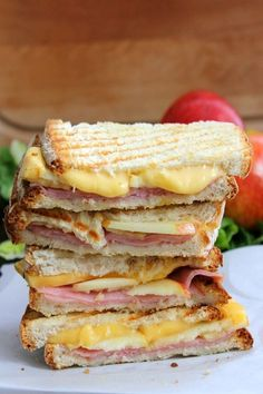 Smoked Ham Apple Gouda Panini makes the perfect sandwich for lunch or dinner! Grill Sandwich, Sandwiches For Lunch, Soup And Sandwich, Panini Sandwiches, Vegetarian Sandwiches, Panini Recipes, Lunch Recipes, Cooking Recipes, Ham Sandwich Recipes