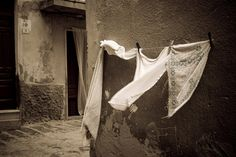 on the wall! Hang Clean, Sicily, Beautiful Day, Towels, Cleaning, Outdoor Decor, Wall, Italia, Hand Towels