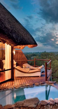 What sounds do you hear when watching the sunset from this South African getaway?