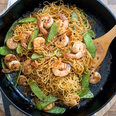 This quick and easy chow mein recipe is packed with healthy shrimp and vegetables. Wine Recipes, Seafood Recipes, Asian Recipes, Cooking Recipes, Ethnic Recipes, Chinese Recipes, Chinese Food, Cajun Recipes, Chef Recipes