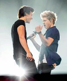 Photo: Narry goals Idk why but harry looks like shawn if you cover his hair..