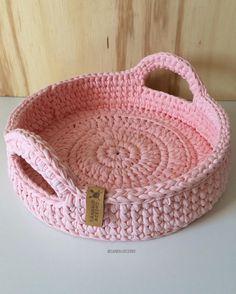 Crochet basket and wicker models for craftsmen Crochet Diy, Crochet Bowl, Crochet Storage, Crochet Basket Pattern, Knit Basket, Crochet Motifs, Crochet Crafts, Crochet Stitches, Crochet Projects