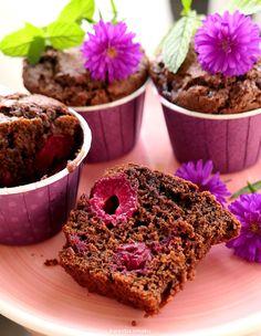 Czekoladowe muffinki z wiśniami No Bake Desserts, Banana Bread, Sweet Tooth, Sweet Treats, Cupcakes, Sweets, Breakfast, Cook, Recipes