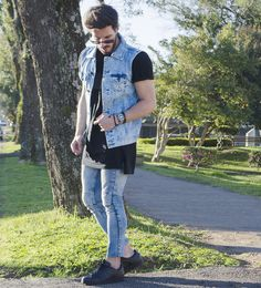 Fashion Moda, Denim Fashion, Urban Fashion, Boy Fashion, Fashion Outfits, All Jeans, Sexy Jeans, Adidas Superstar, Sleeveless Denim Jackets
