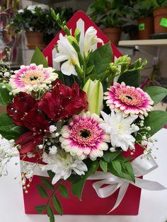 Modern Floral Design, Special Flowers, Unique Plants, Arte Floral, Flower Boxes, Flower Decorations, Flower Designs, Envelopes, Flower Art