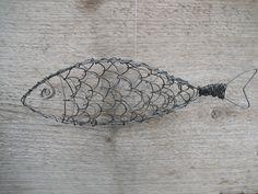 Den här ståltrådsfisken har jag gjort till min fiskeintresserade pappa när han fyllde år. Den är tredimensionell och av egen design. Jag har...