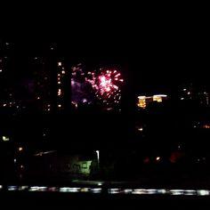 Para vos @chinebelda : Arrancó el #Superclasico #SudamericanaxFox #Monumental #Boca #River #fireworks #night #nuit #train #light #lumière #Nuñez #BuenosAires #Argentina (en Estadio Monumental Antonio...